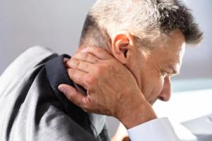 Cervikogen hovedpine udløses af skader i nakken.